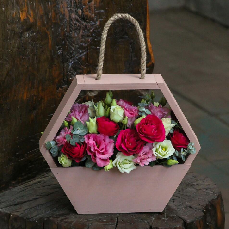спальня букеты цветов фото в декоративных сумках мало кого пока