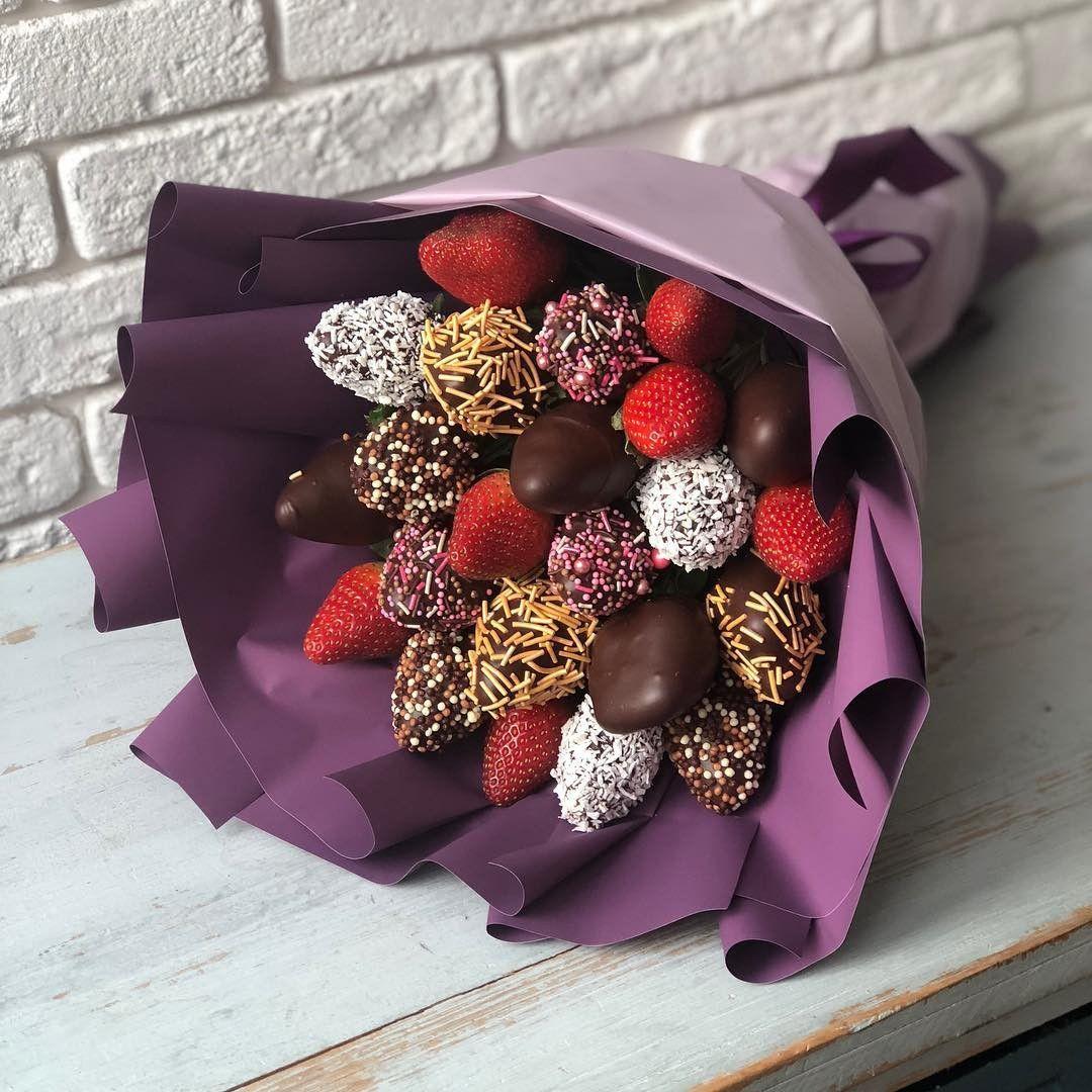 атмосферная букеты ягоды в шоколаде маленькой лопатки, которую